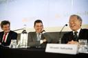 Arjan van Gils, voorzitter van Eneco's aandeelhouderscommissie, ceo Ruud Sondag en Hiroshi Sakuma (adviseur van president & ceo van Mitsubishi Corporation) geven eind november een toelichting op de overname van energiebedrijf Eneco door een Japans consortium.