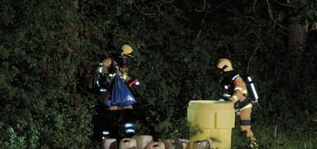 Vaten met mogelijk drugsafval gedumpt in Nijkerkerveen