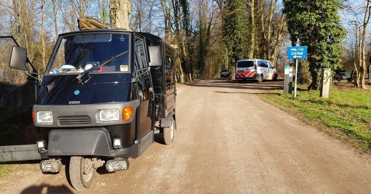 Fietser raakt gewond bij botsing met overdekte Vespa in Winterswijk.