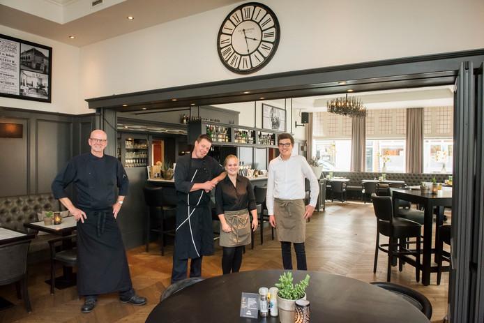 De keukenbrigade van restaurant Baars werkt graag met verse producten, de bediening legt de gasten in de watten.