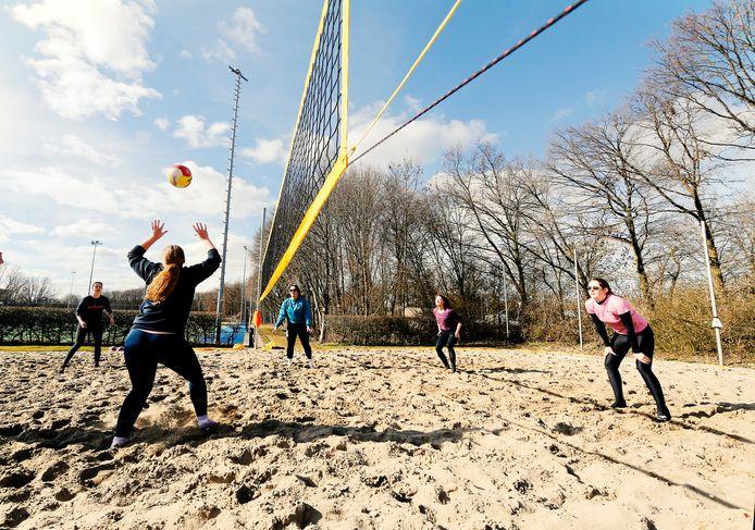 Er kan eindelijk weer beachvolley worden gespeeld in Bergschenhoek
