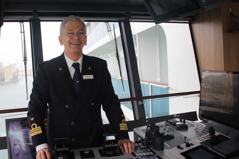Kapitein Massimo Garbarino: 'Bij de andere schepen sloeg het dek op den duur zwart uit van de roet.' Beeld Carnival Corporation