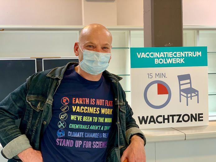 Stefan Lerner ontvangt eerste vaccin in VC Bolwerk in Vilvoorde.
