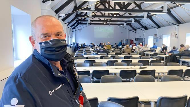 """Zelfs in de perszaal van De Ronde laat corona zich voelen: """"Anders wel 250 journalisten, nu amper 100"""""""