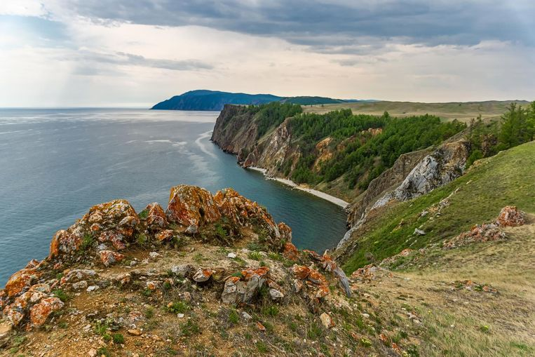 Het Baikalmeer in het zuiden van Siberië is het diepste meer en het grootste zoetwaterreservoir ter wereld. Beeld thinkstock