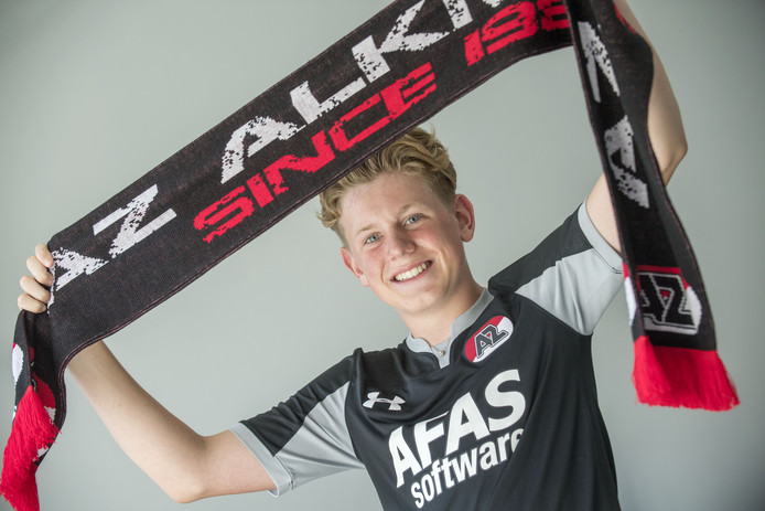Ramon Nijbroek (14) is al zijn leven lang AZ-fan. Hij had vanavond eigenlijk de vlag het veld op mogen dragen voor zijn club, maar dat gaat helaas niet door. Dus traint hij vanavond gewoon bij FC Eibergen en ziet hij de wedstrijd op tv.