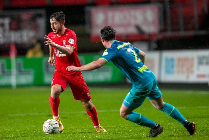 Halil Dervisoglu (links) bij zijn laatste optreden voor FC Twente: als invaller tegen Sparta.