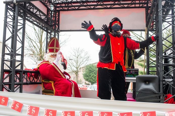 Sinterklaas en Pieten rijden twee weekends lang door Edegem.