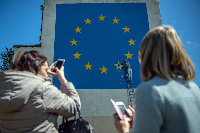 Het laatste werk van de Britse kunstenaar Banksy, het boegbeeld van de streetart, is geïnspireerd op de Britse uitstap uit de Europese Unie. Beeld Getty Images