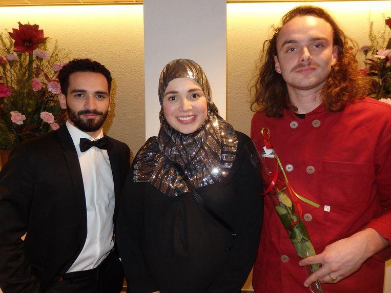 Acteur Hassan Akkouch, Esmaa Alariachi (Meiden, nu moeder, van halal) en David Eilander, zoon van, en regisseur-assistent in Jordanië Beeld Schuim