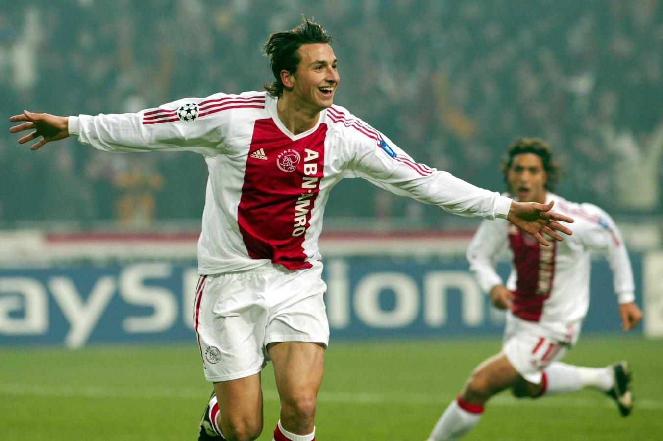 Zlatan Ibrahimovic viert zijn treffer namens Ajax tegen AS Roma, 12 oktober 2002.
