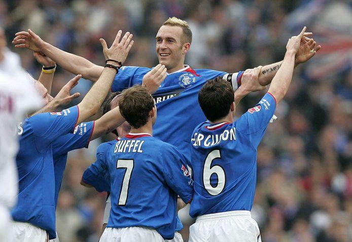 2005: Glasgow Rangers viert een goal van Fernando Ricksen. Vlnr Maurice Ross, Thomas Buffel en Barry Ferguson.