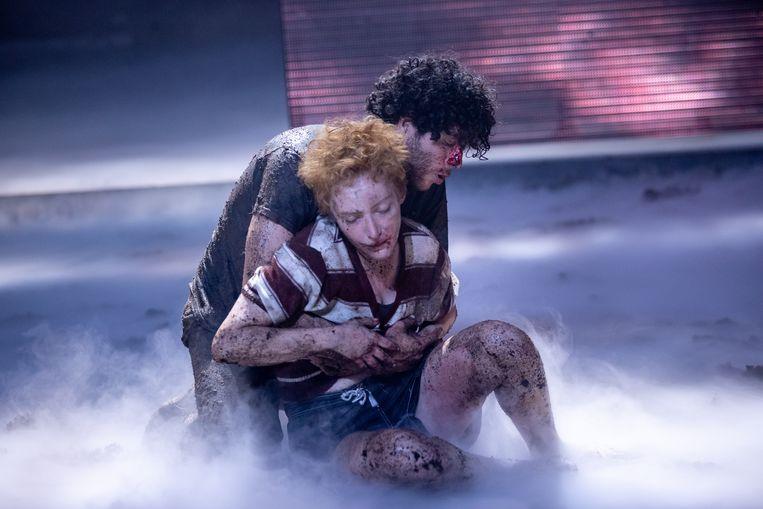 Majd Mardo als zachtmoedige Orestes en Hélène Devos als pittige tomboy Elektra in 'Age of Rage'. Beeld Jan Versweyveld
