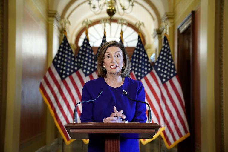Nancy Pelosi, leider van de Democraten in het Huis van Afgevaardigden, kondigt hoorzittingen over een afzettingsprocedure tegen president Donald Trump aan. Beeld REUTERS