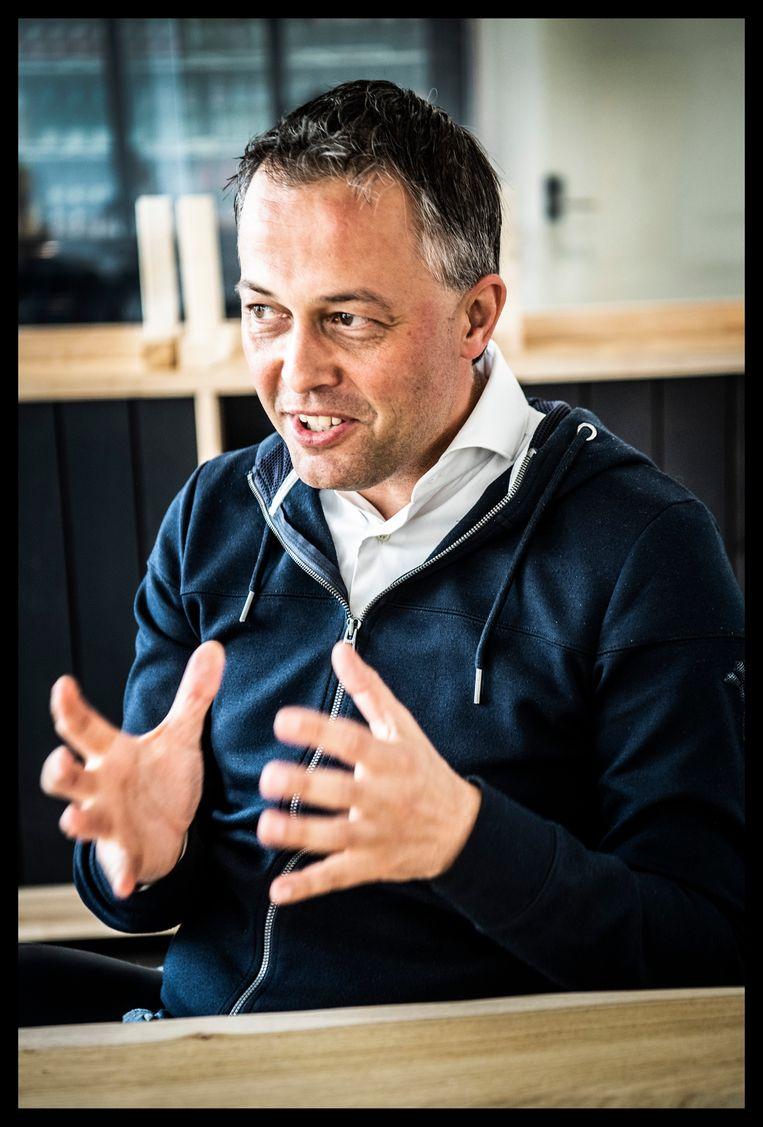 'Wij gaan rapper aan 20 procent van de stemmen raken dan dat Standard nog eens kampioen van België wordt. Het mag geen tien jaar meer duren.' Beeld Saskia Vanderstichele