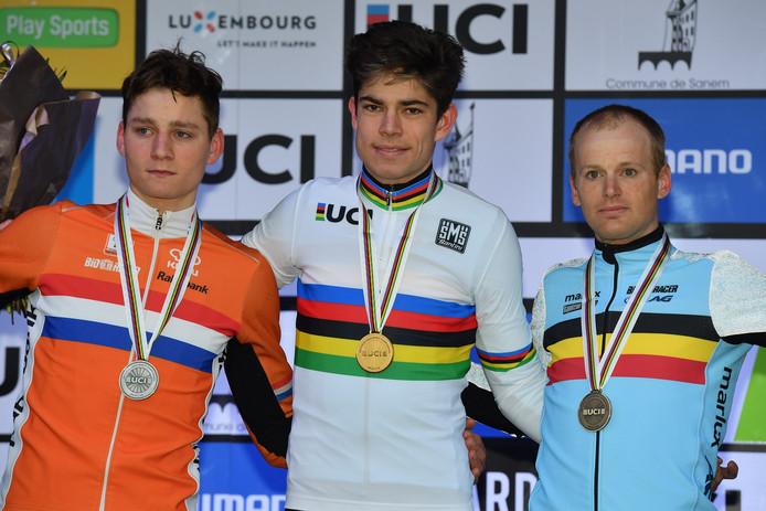Pauwels (r) op het WK van 2017, naast wereldkampioen Van Aert (m) en Mathieu van der Poel.