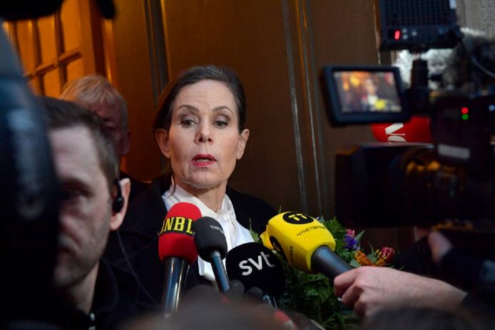 Voorzitter Sara Danius staat de media te woord nadat ze medio april besliste om per direct af te treden.