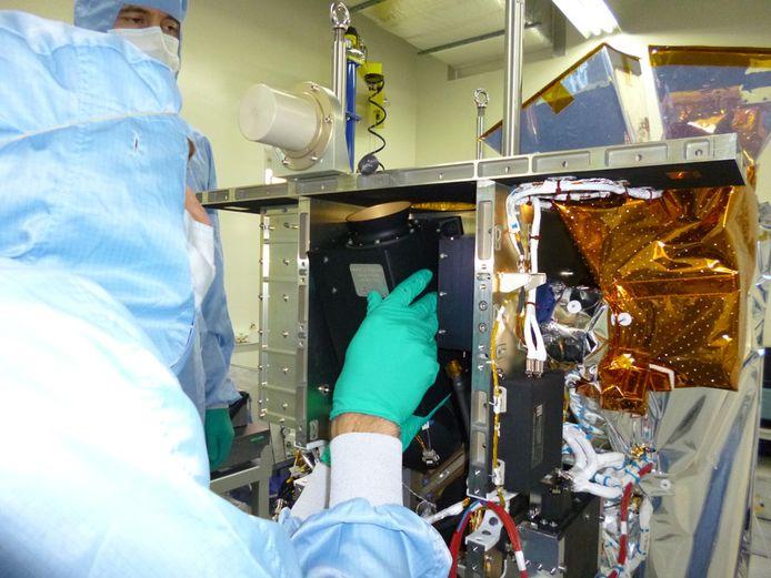 L'un des défis majeurs des concepteurs du satellite était d'embarquer une version allégée d'un instrument Végétation dans un volume inférieur à 1 mètre cube.