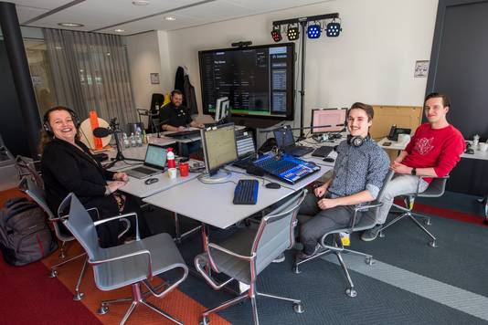 TU/e Community Radio in Eindhoven is made by the students themselves: (from left to right) Marjan van Ganzenwinkel, Yves Houben, Bouke Bosma and Thomas Wiepking.