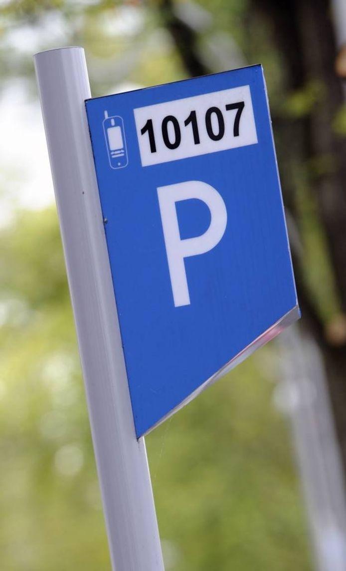 Winkels dicht, parkeermeters dicht is nu de regel voor betaald parkeren . Dat wordt misschien anders.
