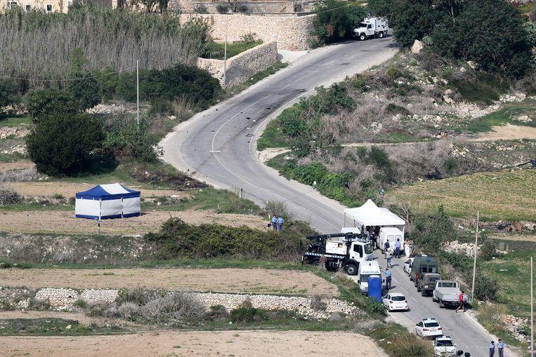 Onderzoek van de Maltese politie nadat journalist Daphne Caruana Galizia door een bom in haar auto om het leven kwam. Beeld EPA