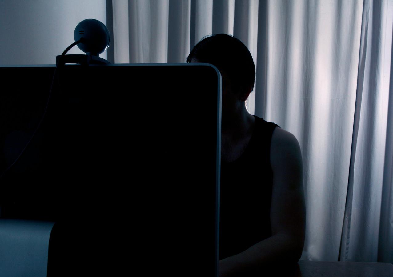 Het destijds 16-jarig meisje voerde seksuele handelingen uit bij zichzelf voor de webcam. De opnames daarvan stuurde ze tegen betaling naar de 44-jarige G.S. (Foto ter illustratie.)