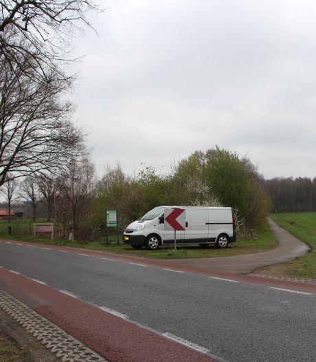 Nederlandse en Duitse politie zoeken naar verdwenen man in Zwillbrocker Venn, na vondst achtergelaten bus
