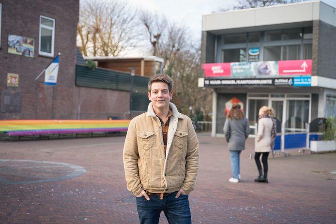 Tom de Bont bij de toekomstige pop-upbioscoop van het Heerenstraat Theater.
