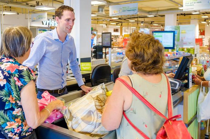 Sander Koot (32, Abcoude) ontvangt morgen het certificaat Dementievriendelijk, waarmee zijn Plus Supermarkt Koot de eerste is in De Ronde Venen.