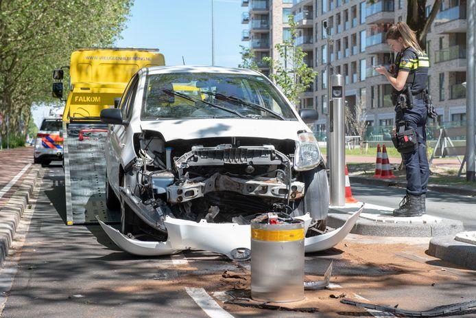 Alweer een auto die op de Escamplaan in Den Haag is geknald.