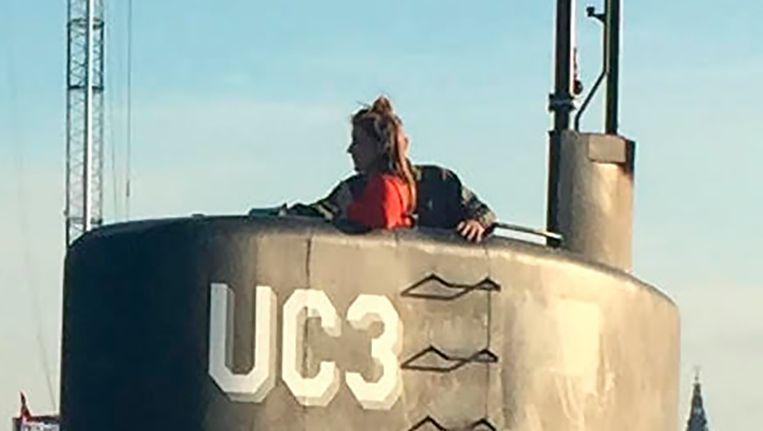 De Zweedse journaliste Kim Wall in de duikboot op 11 augustus, voordat ze verdween. Beeld afp