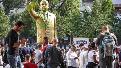 Gigantisch Erdogan-standbeeld in Duitsland afgebroken na hevige ruzie tussen voor- en tegenstanders