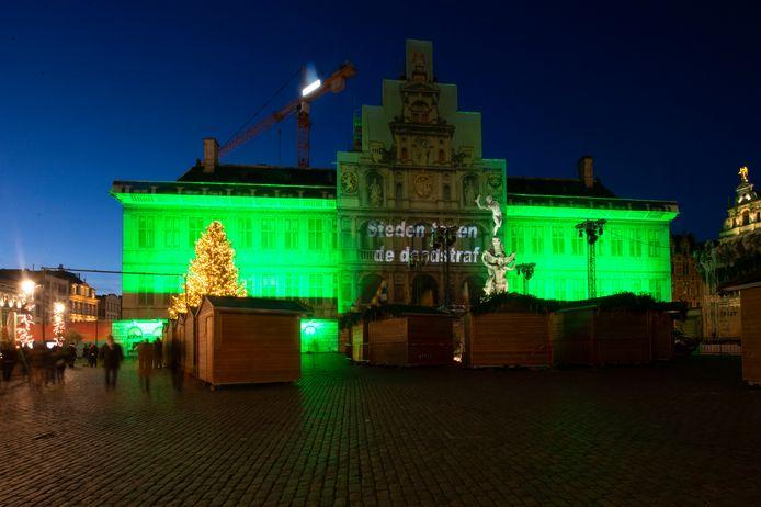 Het stadhuis van Antwerpen kleurde vrijdagavond groen.