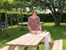 Nieuw zomerterras in Nieuwerkerk: speelweide, fruitsapjes drinken en lopen tussen appelbomen