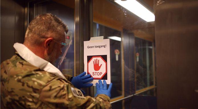 Het leger helpt in het Edese verpleeghuis de Gelderhorst. In drie weken tijd overleden er 11 inwoners aan het coronavirus.
