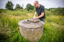 Landschap Overijssel ontdekte een oude betonnen waterput. Erin is te zien dat het grondwater enkele tientallen centimeter onder het maaiveld staat. Meestal is het flink lager.