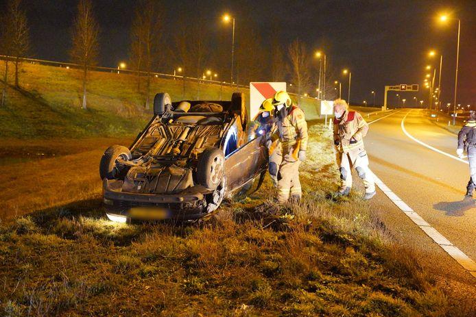 Een automobilist raakte van de weg bij knooppunt Ewijk. De bestuurder had te veel gedronken.