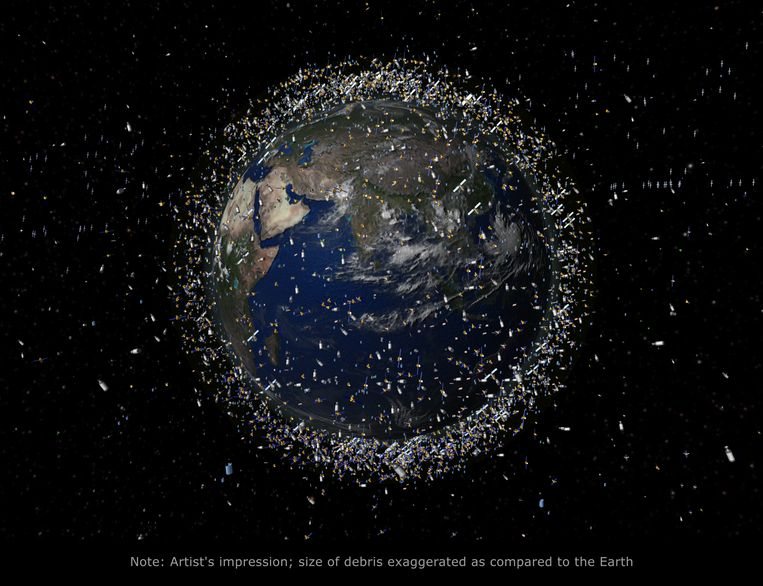 Illustratie van het aantal satellieten rond de aarde. Het formaat van de satellieten is hier te groot afgebeeld in verhouding tot de afmetingen van de aardbol.  Beeld ESA
