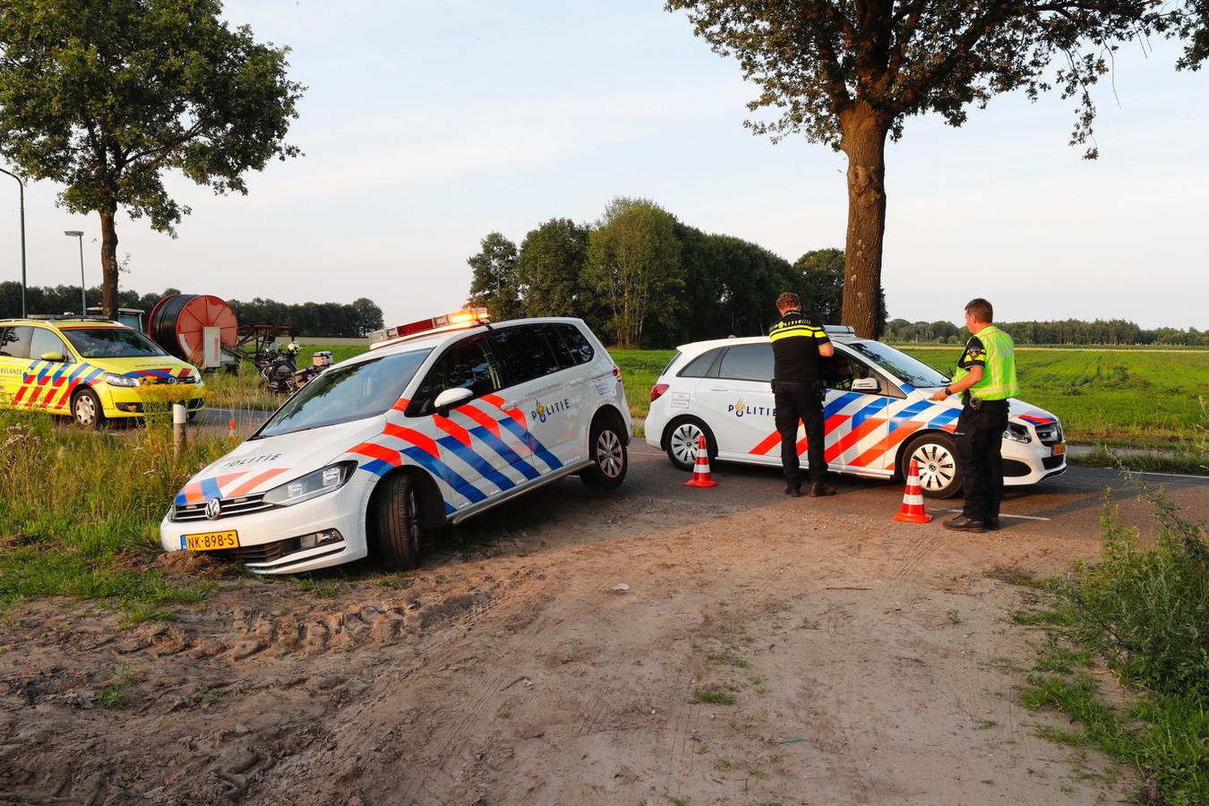 Een toegesnelde politiewagen nam de bocht te ruim en kwam hierdoor vast te zitten.