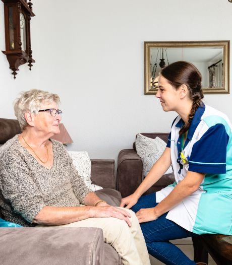 'Zorginfarct' in de thuiszorg: patiënten krijgen minder uren hulp of moeten langer wachten