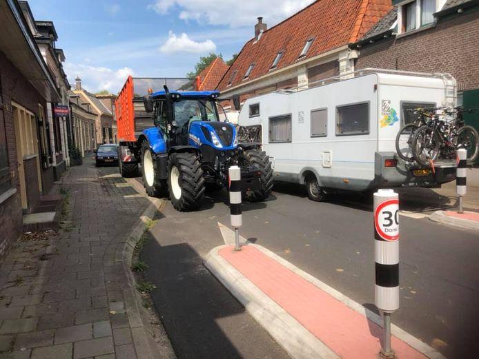 In Laag-Keppel rijden grote voertuigen zoals campers en trekkers elkaar regelmatig vast.