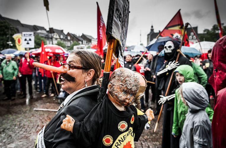Verzet van onder meer GroenLinks Maastricht tegen verouderde kerncentrales in België, 2016. Beeld Hollandse Hoogte