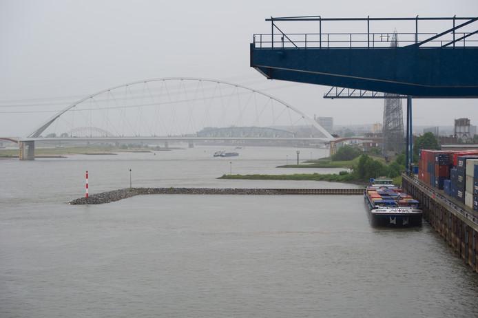 Verkeerspost voor de Waal in Nijmegen