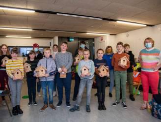 Leden kindergemeenteraad ruimen zwerfvuil op en worden beloond met nestkastje