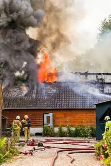 Oldtimers gered uit brandende schuur Brummen: 'Het belangrijkste is dat wij er allemaal nog zijn'
