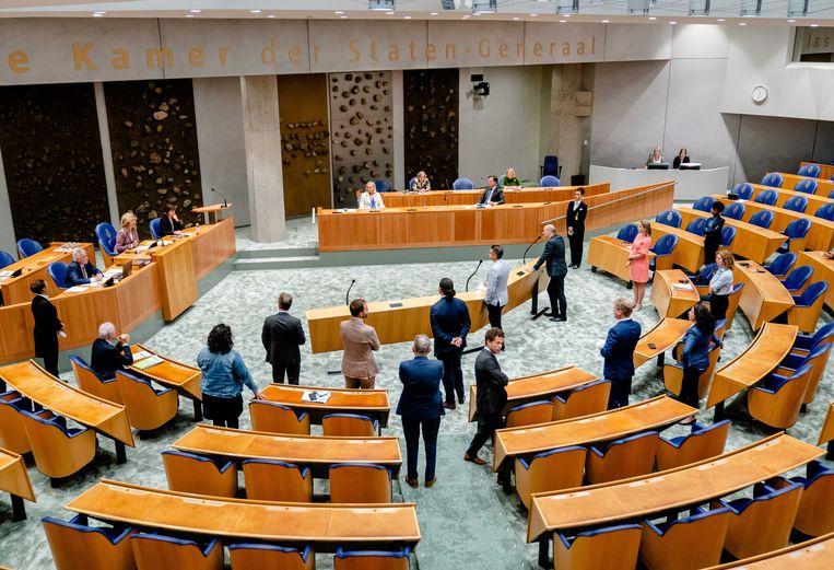 Kamerleden vragen een schorsing van het debat aan. Beeld ANP