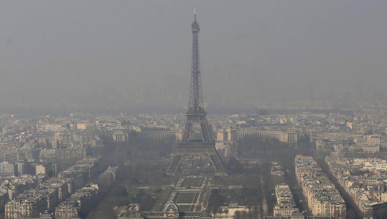 Smog boven Parijs. Beeld AP