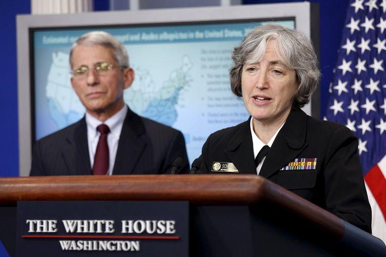Anthony Fauci (links) van het National Institute for Allergy and Infectious Disease, en Anne Schuchat van het Amerikaanse gezondheidsinstituut CDC, vandaag tijdens een persconferentie. Beeld reuters
