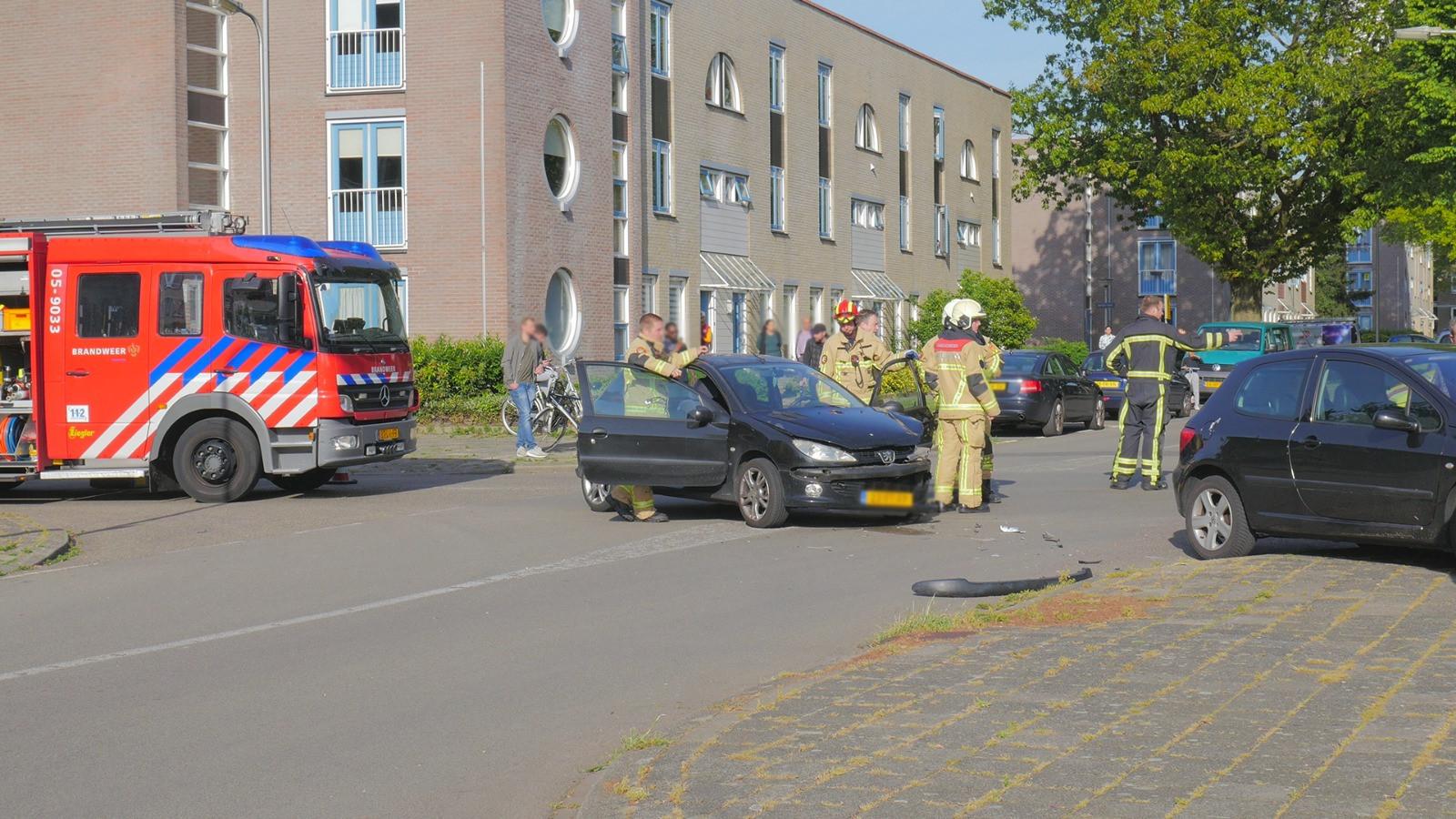 De auto's liepen flinke schade op.