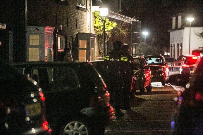 De Paardenmarkt in Doesburg werd vrijdagavond afgesloten door de politie.